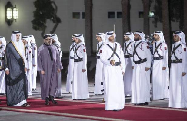 """""""أهلا بكاسر الحصار"""" .. قطريون يرحبون بمحمد السادس على طريقتهم ويشعلون تويتر +صورة"""