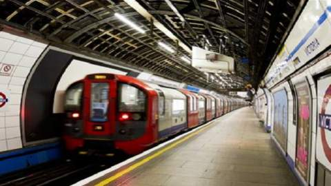 """شرطة لندن تخلي محطة ميترو وتتعامل مع حادث على أنه """"إرهابي"""""""