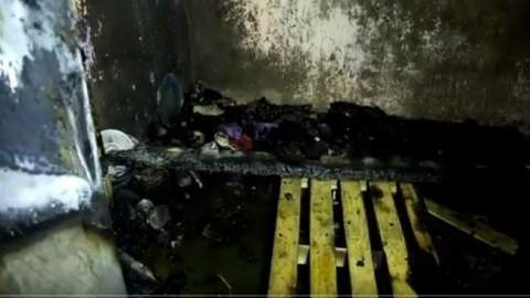 """والدة ضحايا """"الشمعة"""" لـ""""الأيام24"""": """"كارية بيت بلا ضو بـ700درهم ومابقاليا حد بعد مادفنت بناتي"""
