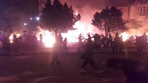 بالفيديو..إضرام النار في حديقة يسكنها مهاجرون أفارقة بالبيضاء واندلاع مواجهات