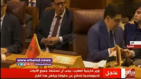 فيديو..إتصال هاتفي عاجل يجبر بوريطة على مغادرة قاعة القمة العربية