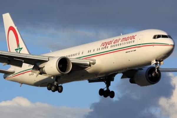 """مشاهد """"فاضحة """" داخل طائرة متجهة إلى العيون .. وبرلمانية تكشف ما وقع في الجو !"""