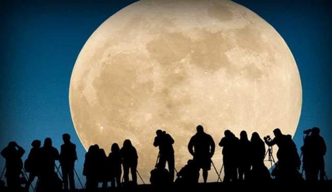 العالم يشهد ظاهرة القمر العملاق الفلكية اليوم الاثنين