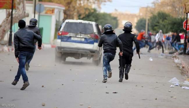 الجيش ينزل إلى الشارع.. احتجاجات واعتقالات بالمئات وسط دعوات لمسيرة بعنوان