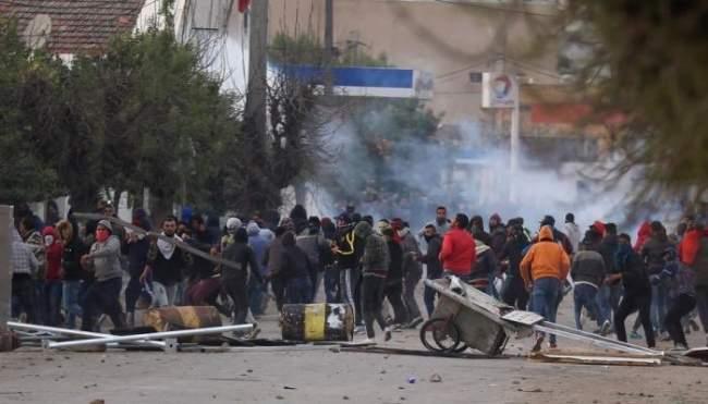 آخر تطورات الأحداث في تونس..والجيش ينتشر!
