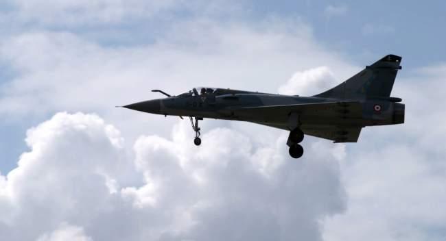 الجيش الفرنسي يعترض طائرة جزائرية