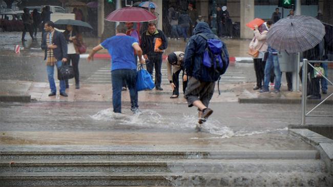 سحب كثيفة مصحوبة بأمطار وزخات رعدية قوية في هذه المناطق