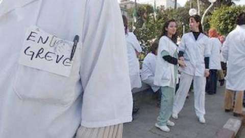 شلل في المستشفيات..والأطباء يستعدون لمسيرة وطنية حاشدة بالرباط