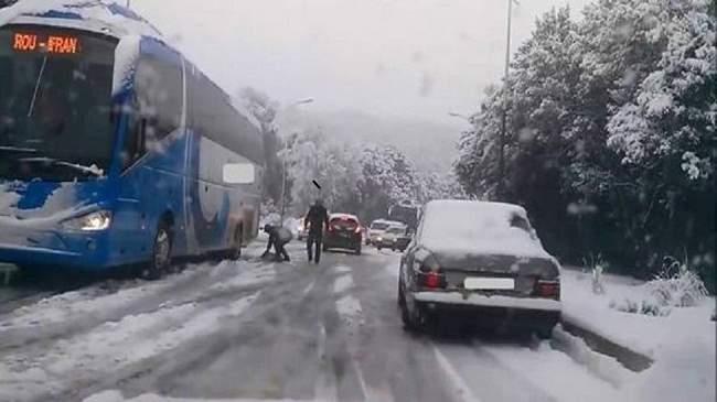 إغلاق 5 آلاف كلم من الطرق الوطنية بسبب التساقطات الثلجية
