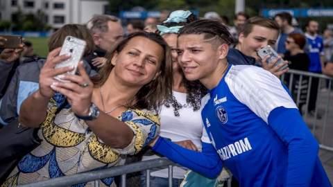 النجم المغربي أمين حارث يحصد جائزة مميزة في الدوري الألماني