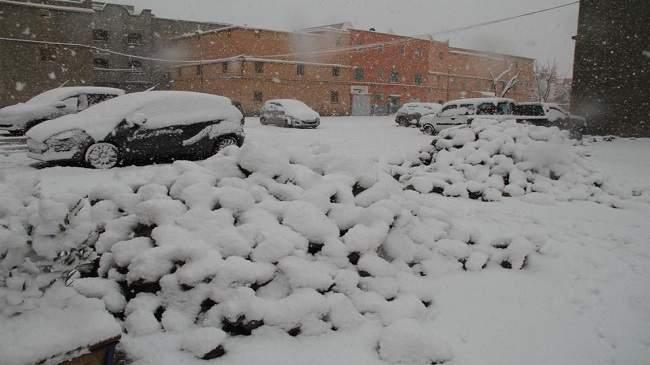رغم مناخها الصحراوي..الثلج يحول ورزازات إلى مدينة بيضاء (+صور)