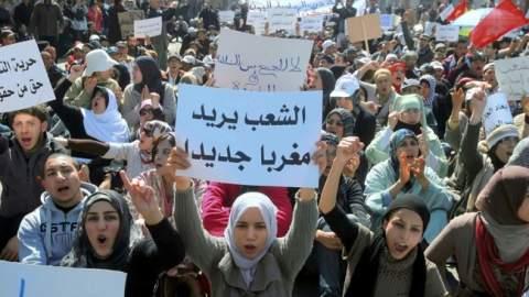 مستشار ملكي يكشف حقيقة مساندته لحركة 20 فبراير