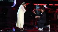 """الفنان محمد حماقي يتقدم لخطبة متسابقة مغربية في برنامج """"ذو فويس"""""""