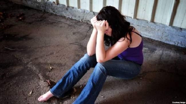 فضيحة تهز تيزنيت..فتاة تكشف افتضاض أبيها لبكارتها وتروي تفاصيل صادمة