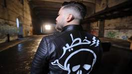 """حاتم عمور يطلق أغنيته الجديدة """"خطير"""" وانتقادات لاذعة تطاله بسبب صوته"""