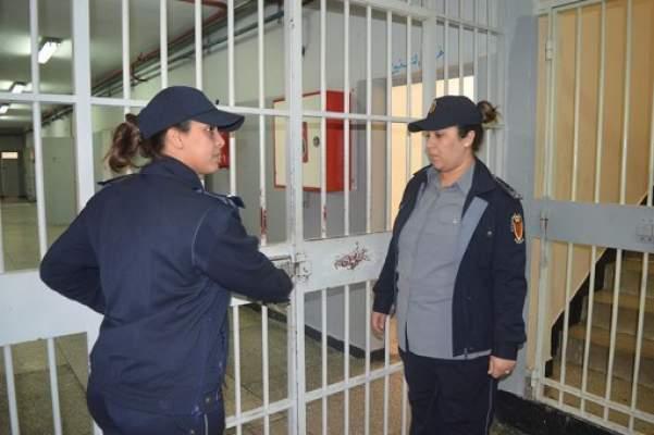 مثير .. شابة حاولت تسريب مخدرات لعشيقها التونسي المعتقل بعكاشة !