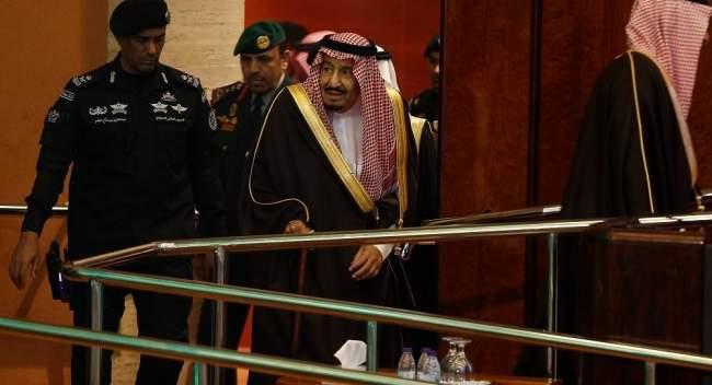 """وسط مزاعم """"الانقلاب""""...سر اللقاء غير المعلن في قصر العاهل السعودي"""