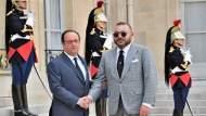 أول زيارة منذ خروجه من القصر الرئاسي..هولاند يحل ضيفا على شخصية مقربة من الملك
