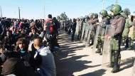 """الداخلية تمنع والمحتجون يتحدون وجرادة """" مقلوبة"""""""