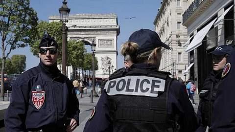 إطلاق نار واحتجاز رهائن في أحد المتاجر جنوبي فرنسا