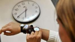 """إضافة ساعة غدا..مغاربة : لا معنى لها..وآخرون: """"متعة واستفادة من الوقت"""""""