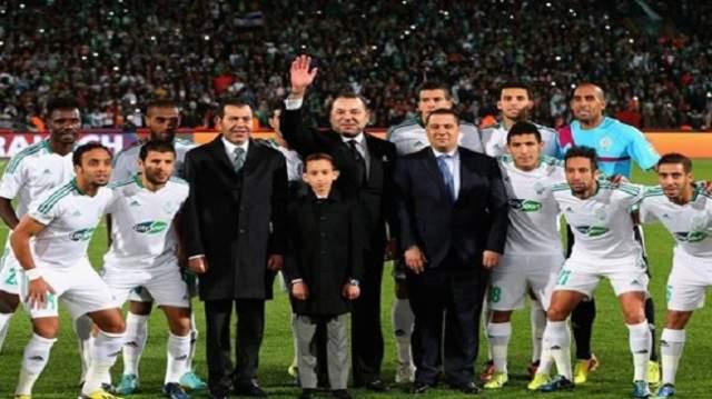 الملك يهنئ لاعبين من الرجاء البيضاوي على إنجازهم التاريخي