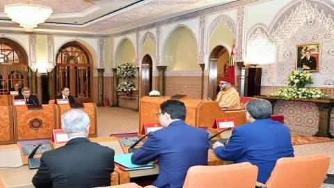 الملك يترأس المجلس الوزاري ويستفسر أخنوش