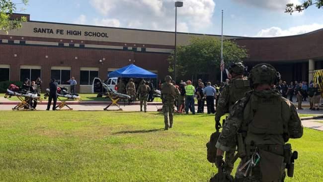 مقتل ثمانية أشخاص على الأقل في إطلاق نار بثانوية في ولاية تكساس الأمريكية
