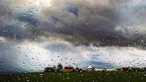 طقس السبت: أمطار خفيفة وزخات رعدية ببعض مناطق المملكة