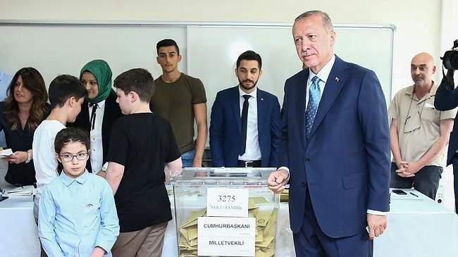 أردوغان يتصدر نتائج صندوقه الانتخابي