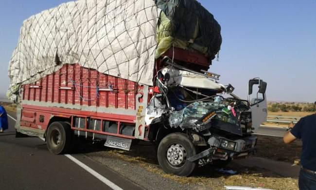 حادث سير مروع بين شاحنتين على الطريق السيار وهذه هي الحصيلة
