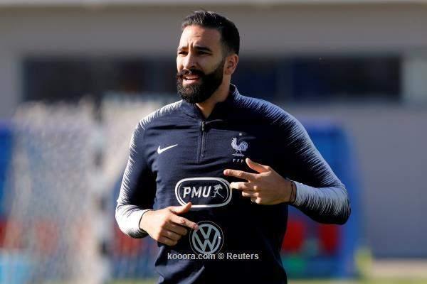 """صورة..شوارب المغربي """"عادل رامي"""" تجلب الحظ للمنتخب الفرنسي !"""