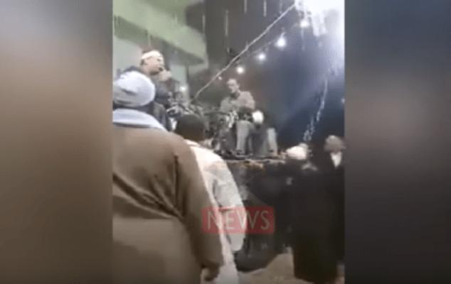 فيديو سابقة في مصر : غناء سورة الفاتحة بالموسيقى يثير ضجة