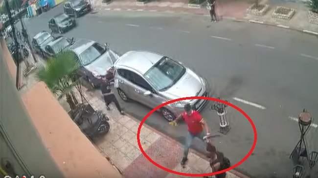 خطير.. لحظة هجوم عصابة على مطعم بمراكش بالسكاكين