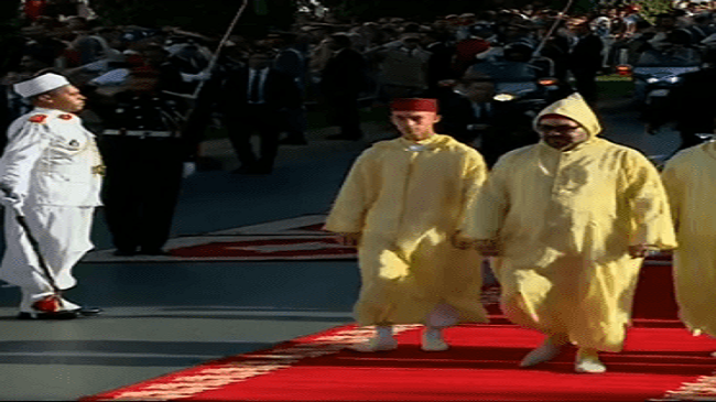 بالصور .. شاهد الحارس الخاص الجديد للملك محمد السادس