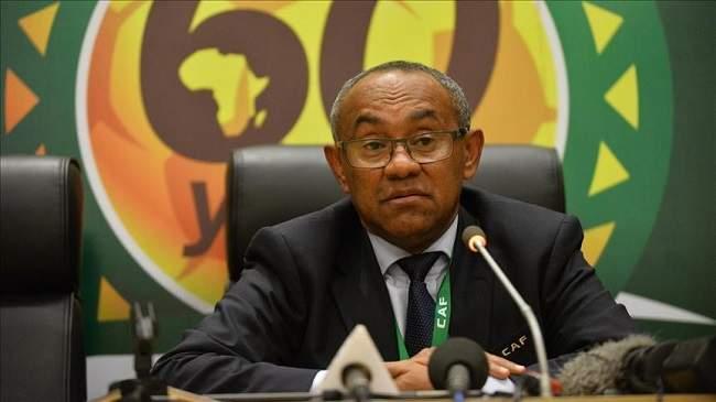 """رئيس الـ""""كاف"""" يخرج بتصريح مثير مباشرة بعد تنصيب رئيس الكاميرون"""