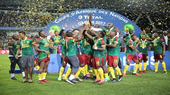 """الـ""""كاف"""" يفاجئ الجميع ويعيد كأس إفريقيا إلى الكاميرون"""