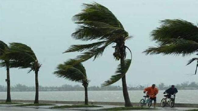 طقس الخميس: سحب منخفضة كثيفة ورياح قوية بهذه المناطق