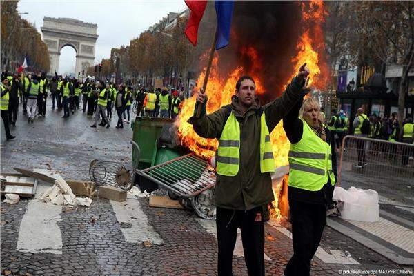 """فرنسا تتحسب لـ""""سبت أسود"""" جديد وماكرون يسابق الزمن!"""