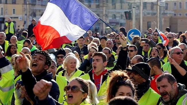 """رغم التراجع عن زيادة الضرائب.. فرنسا تخشى عدوانية احتجاجات """"السترات الصفراء"""""""
