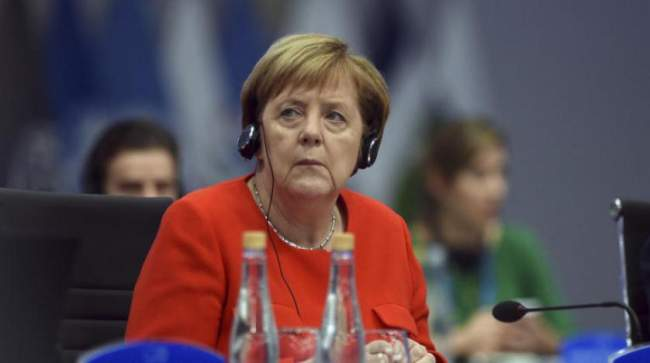 أنغيلا ميركل تتخلى عن رئاسة حزبها