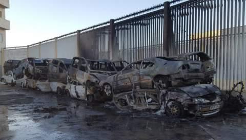 فيديو.. قاصر مغربي يشعل النار في 16 سيارة والرصاص لا يردعه