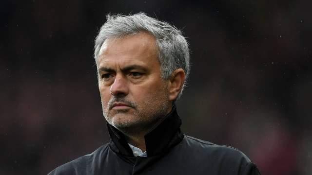 مانشستر يونايتد يقيل مدربه جوزيه مورينيو