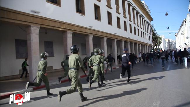 شاهد تدخل القوات الأمنية لفض احتجاج أساتذة في الرباط