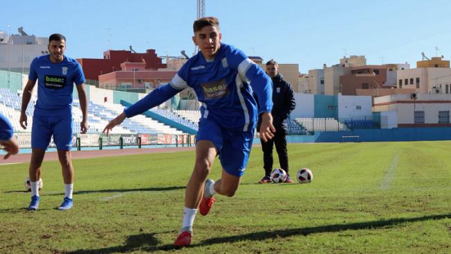 ريال مدريد يضم رسميا نجم مغربي