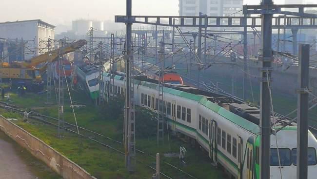 بالصور..قطار ينحرف عن سكته بالدار البيضاء
