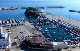 مراكب الصيد تغادر ميناء الحسيمة..وهذا دور 800 آلاف درهم!