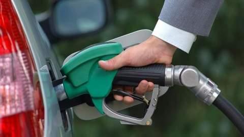 هذا ما قررته الحكومة لحماية المستهلك من ارتفاع أسعار المحروقات