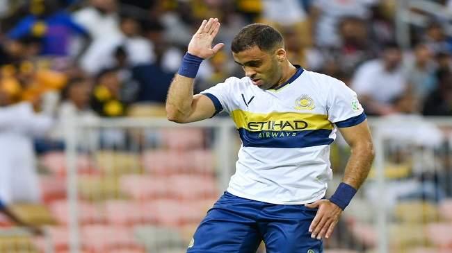 خطأ تحكيمي يدفع المغربي حمد الله إلى اعتزال كرة القدم !