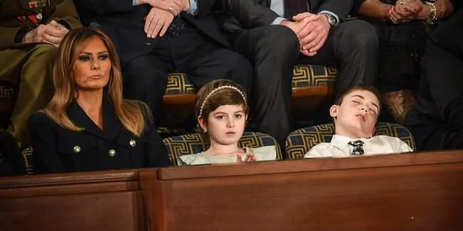 فيديو: شاهد كيف غط هذا الطفل في نوم عميق أثناء خطاب ترامب في الكونغرس !